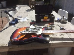 - http://www.gitaargarage.nl -